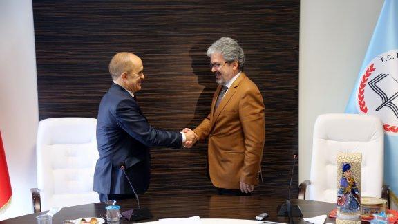 Tataristan Cumhuriyeti Başbakan Yardımcısı- Eğitim ve Bilim Bakanı Engel Fattahov