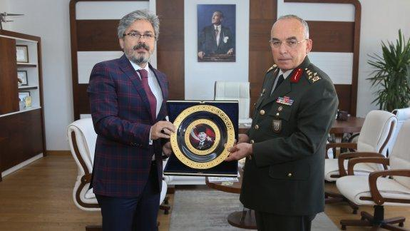 1 Ordu Komutanı Orgenaral Avsever den İstanbul Mill� Eğitim Müdürü