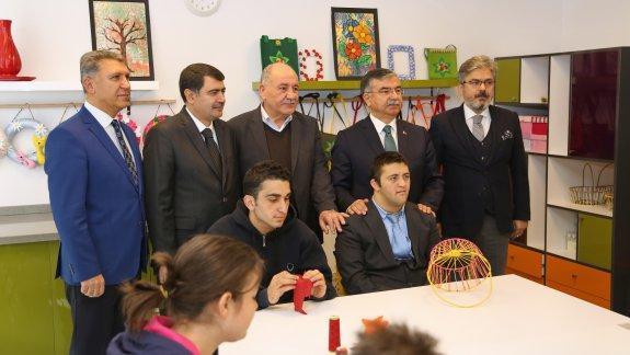Millî Eğitim Bakanı Yılmaz'dan, Eyüp Ahmet Edip Önder Özel Eğitim Mesleki Eğitim Merkezi´ne Ziyaret
