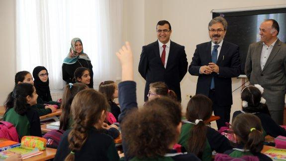 İstanbul Millî Eğitim Müdürü Yelkenci'den Güngören İTO Kız Anadolu İmam Hatip Ortaokulu ve Lisesi'ne Ziyaret