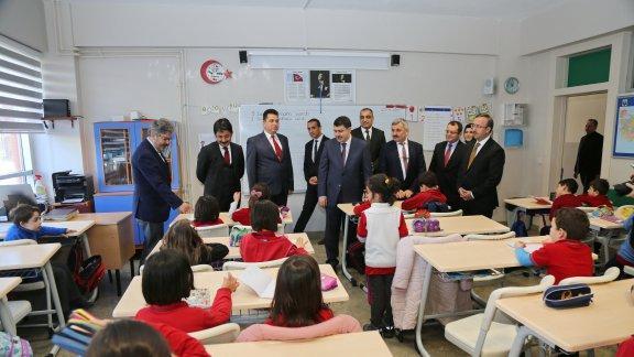 İstanbul Valisi Şahin'den Okullara Ziyaret