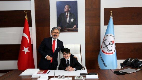 23 Nisan Ulusal Egemenlik ve Çocuk Bayramı'nda Öğrencilerden İstanbul Millî Eğitim Müdürü Yelkenci'ye Ziyaret