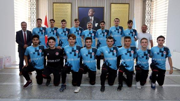 Okul Sporları Genç Erkekler Futbol Şampiyonu Öğrencilerden İstanbul Millî Eğitim Müdürü Yelkenci'ye Ziyaret